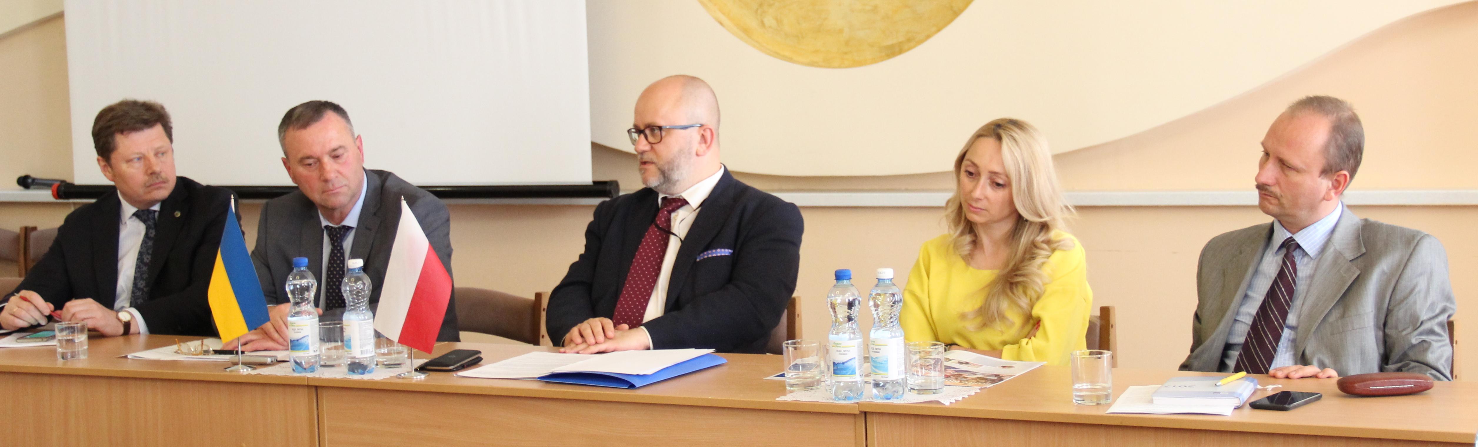 Захід відбувся в рамках відкритого засідання Президії ЛТПП. Учасники  діалогу активно обговорювали актуальні потреби та питання c74960462adbf