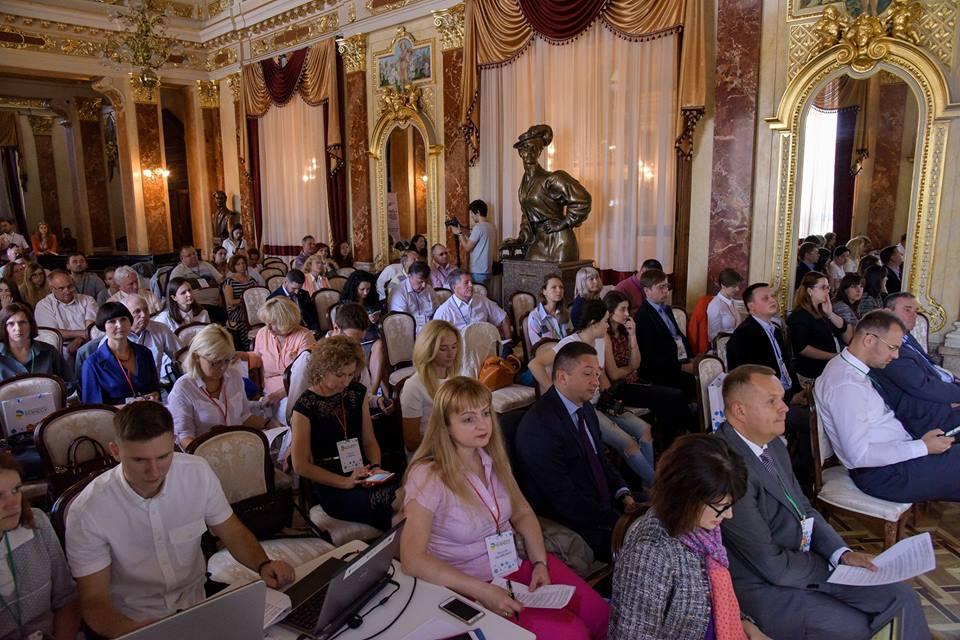 ... поведінка  вимоги до міжнародних компаній в Україні» та презентація  одного з проектів успішної співпраці бізнесу та ГО – Першого авторського  путівника ... 0e745ad20e1fb