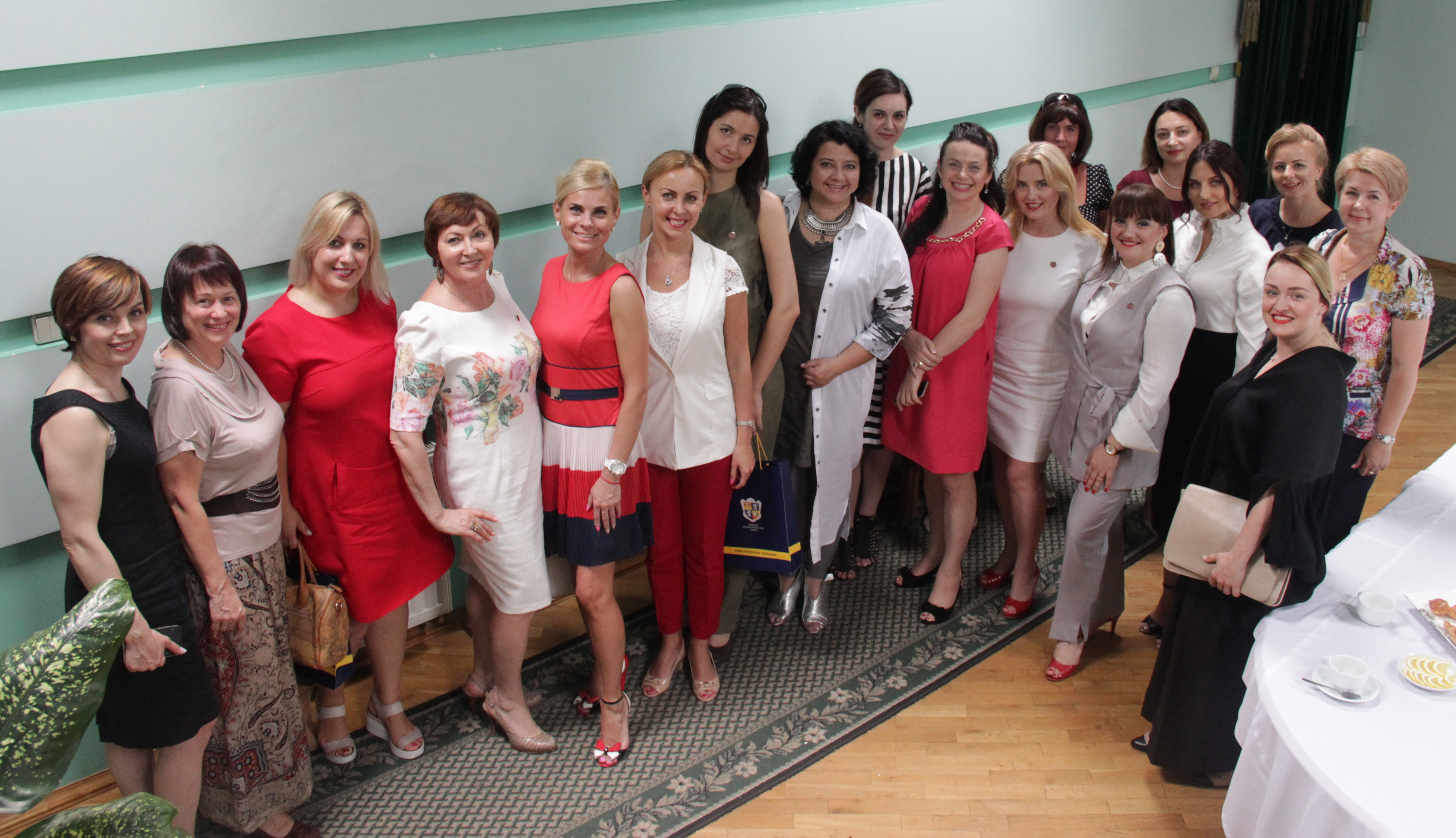 ... ТПП ініціаторками ділових жіночих кіл Львівщини було створено Комітет з  питань розвитку жіночого підприємництва. Відразу ж відбулося перше 8d0433d6b6663